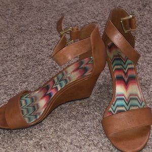 American Eagle platform sandal